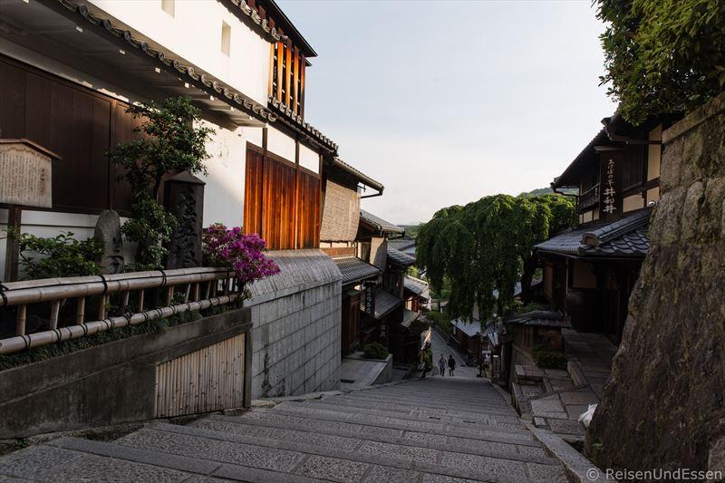 Gasse bei der Tempelanlage Kiyomizu-dera in Kyoto