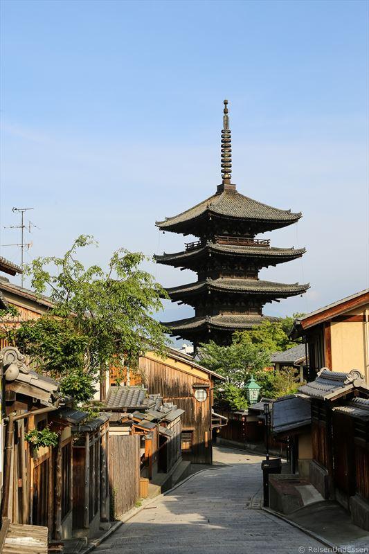 Blick auf Yasaka Pagode bei Tour durch Higashiyama in Kyoto