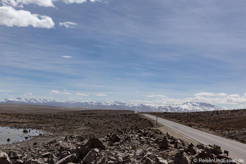 Pass und Strasse beim Aussichtspunkt der Vulkane