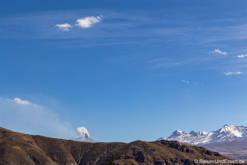 Blick auf einen Vulkan bei Chivay