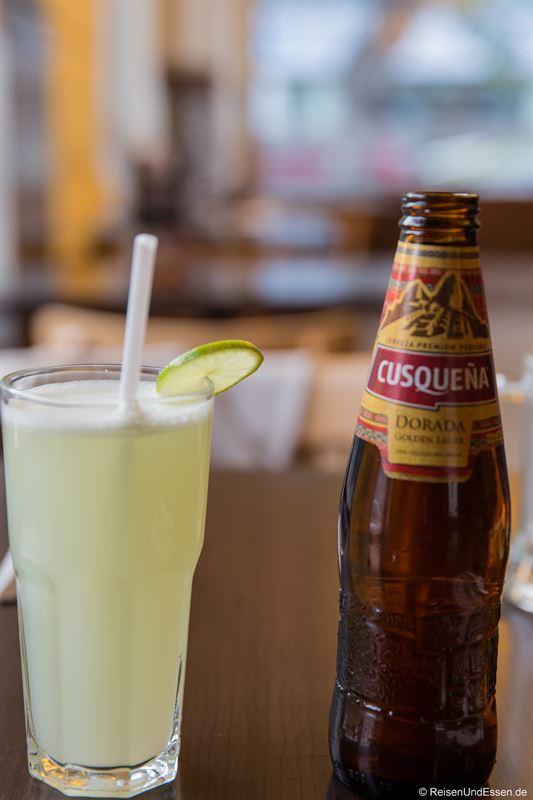 Limettendrink und Bier zum Essen