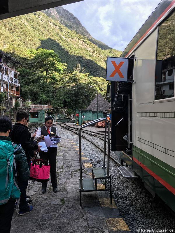 Einstieg in Aguas Calientes für die Fahrt nach Poroy