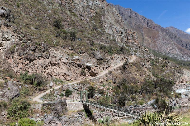 Blick auf den Inka Trail vom Zug