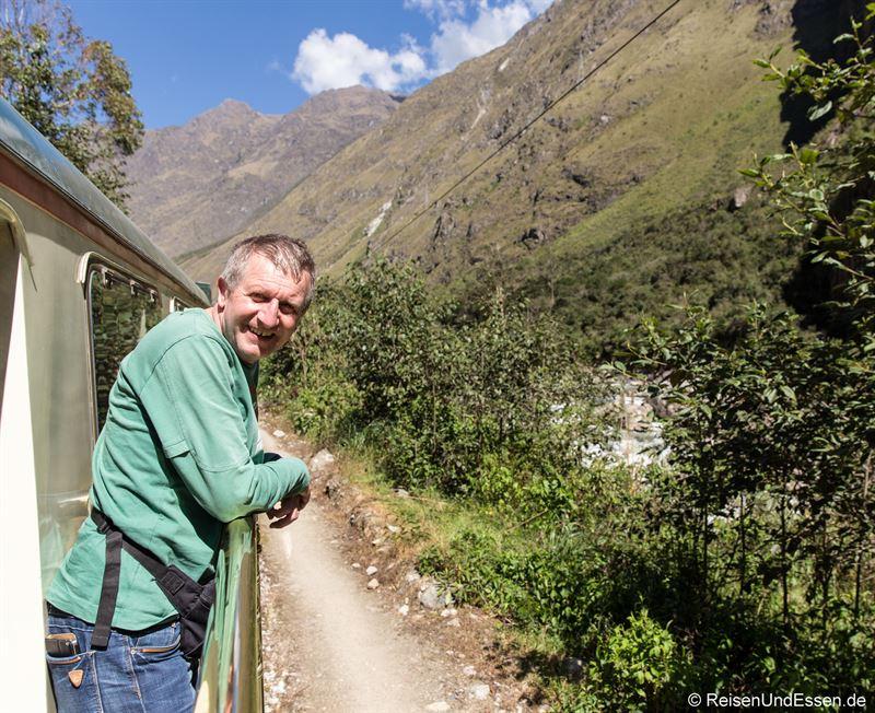 Auf dem Balkon beim Salonwagen von Inca Rail