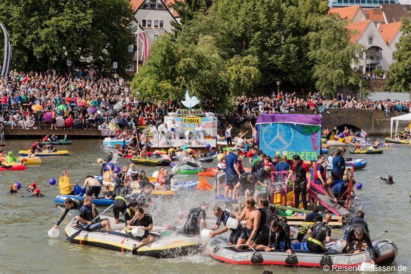 Wasserschlacht beim Nabada in Ulm