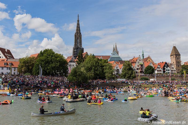 Schlauchboote beim Nabada in Ulm bei Ulmer Festtage