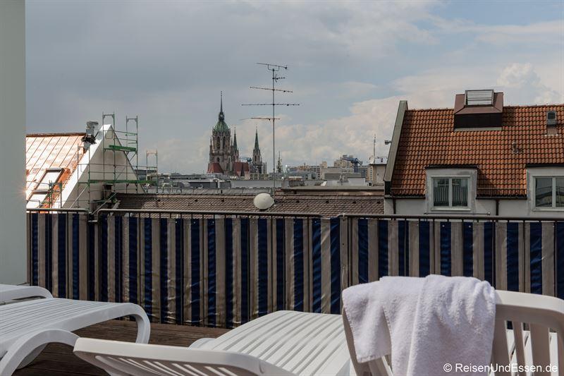 Ruhebereich über den Dächern im Maritim Hotel München