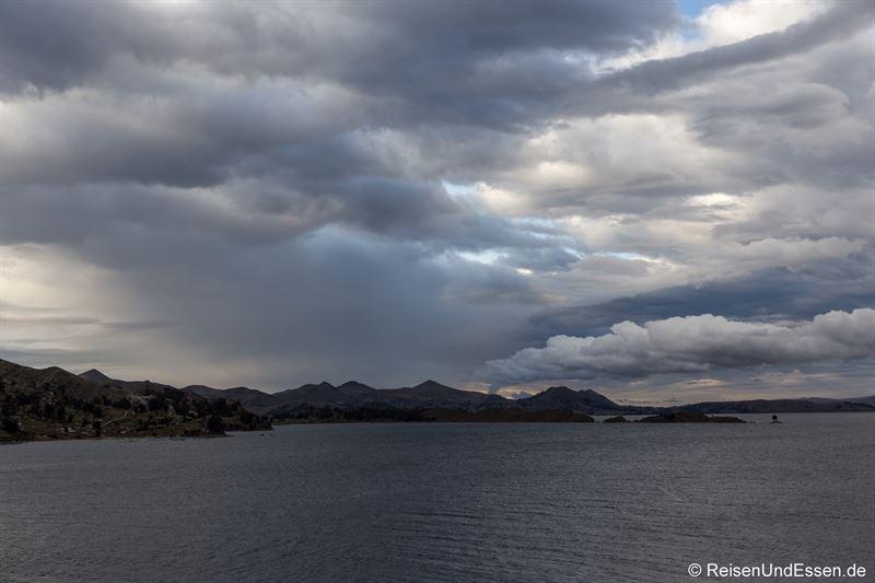 Rauch auf der Isla del Sol im Titicacasee