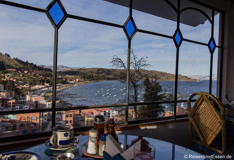 Frühstück im Hostal La Cupula am Titicacasee