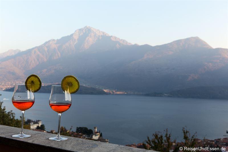 Aperol Spritz in der Ferienwohnung mit Aussicht auf Comer See
