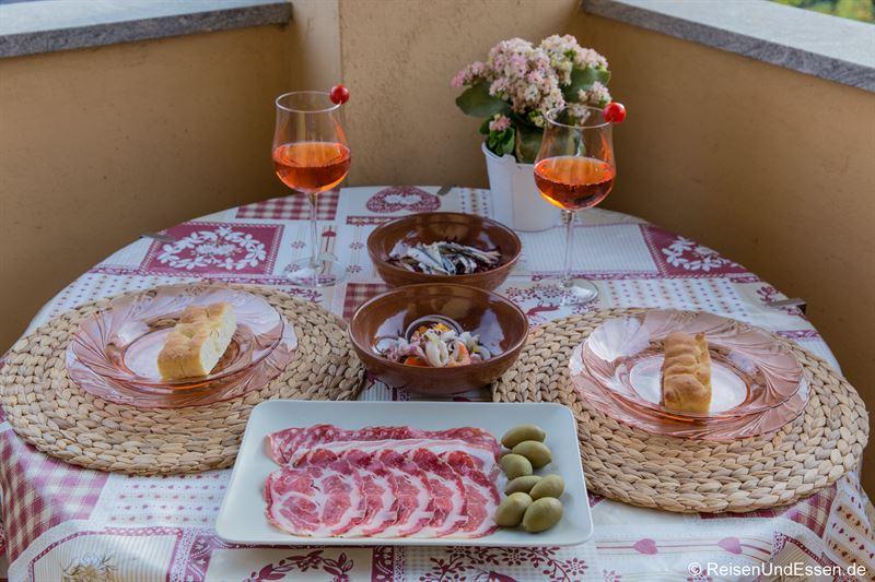 Italienische Vorspeisen zum Abendessen in der Ferienwohnung