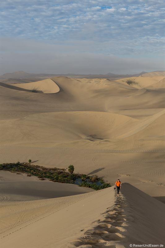 Aufstieg am Morgen auf die Sanddüne