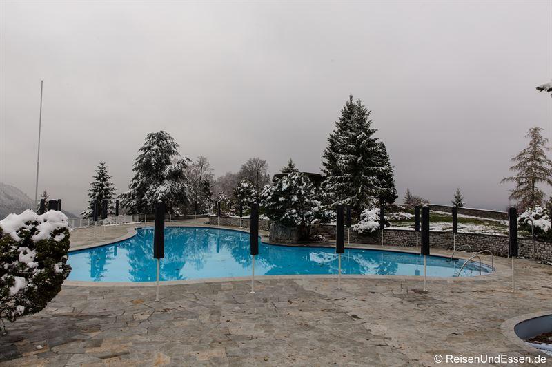 Außenpool im Alpine SPA im Bürgenstock Resort
