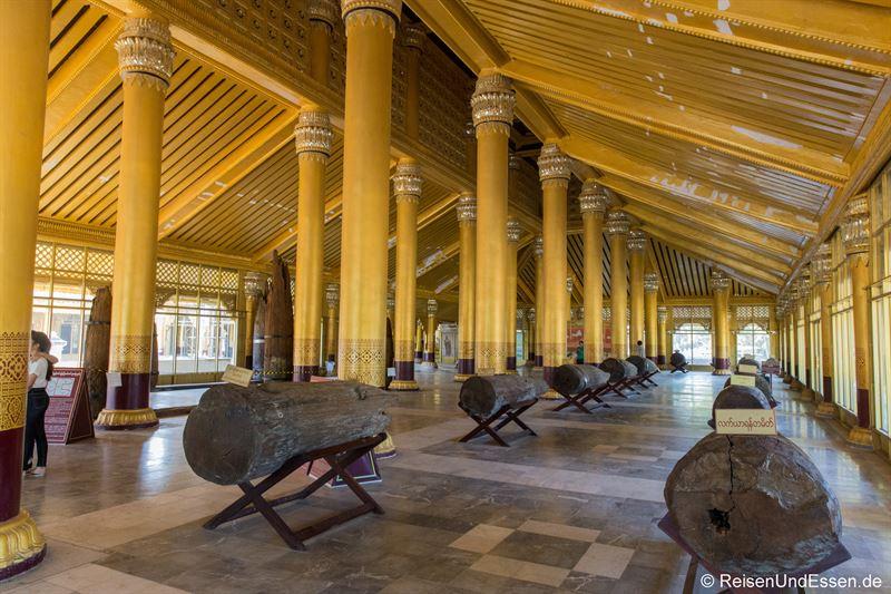 Halle im Kanbawzathadi Palast in Bago
