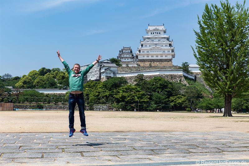 Freudensprung vor Burg Himeji