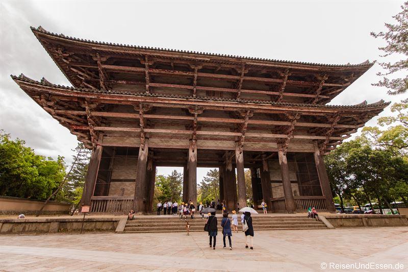 Tor Nandaimon in Nara