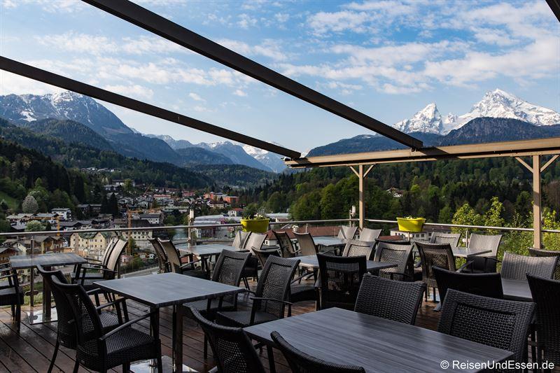 Restaurant Akropolis in Berchtesgaden mit Blick auf Watzmann