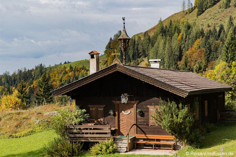 Hütte auf dem Weg zum Taubensee im Kaiserwinkl