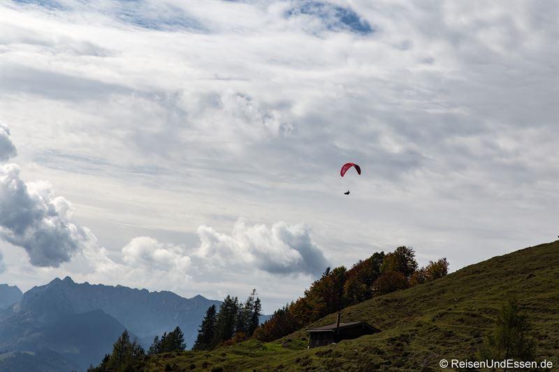 Paraglider über der Taubenseehütte