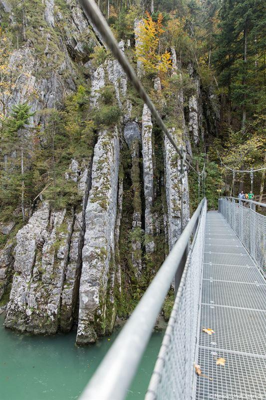 Hängebrücke über die Tiroler Achen bei Maria Klobenstein