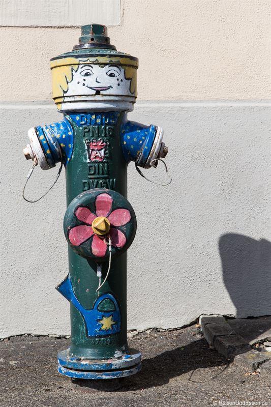 Bemalter Wasserhydrant in Oberschwarzach
