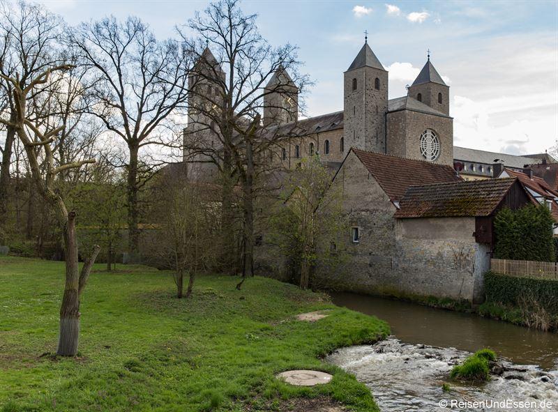Blick auf die Benediktinerabtei Münsterschwarzach in Schwarzach