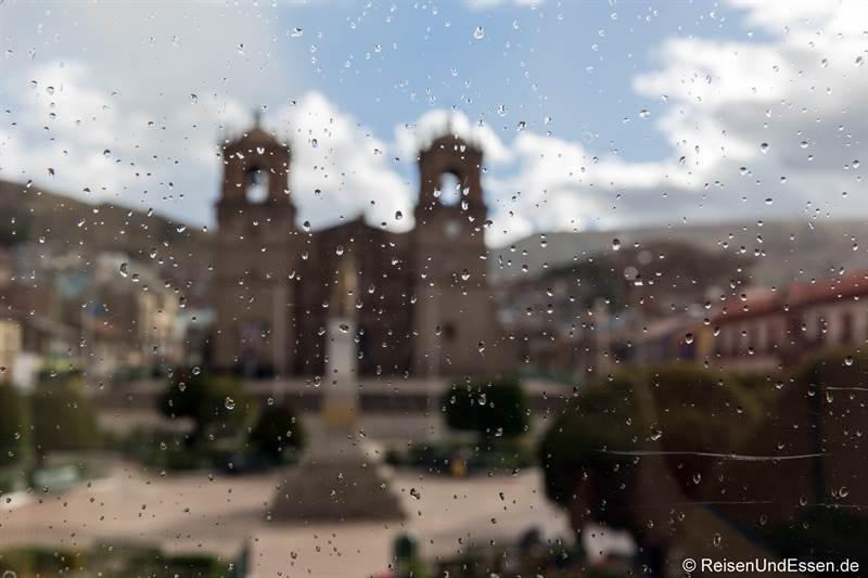 Regenschauer in Puno im Restaurant Moysa