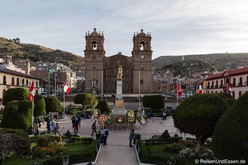 Basilica Menor und Plaza del Armas in Puno