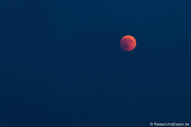 Blutmond kurz nach Mondaufgang