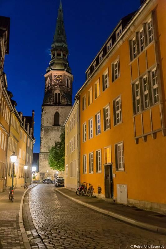 Kreuzkirche in Hannover zur blauen Stunde