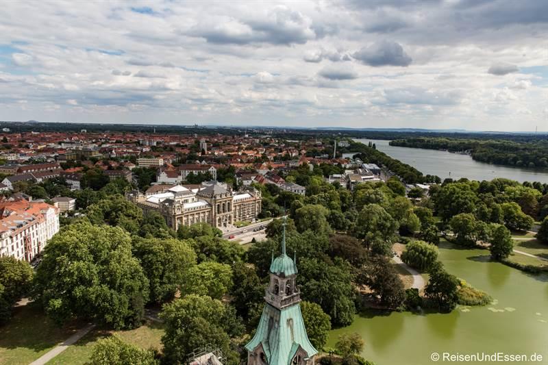 Blick vom neuen Rathaus auf Maschteich und Maschsee
