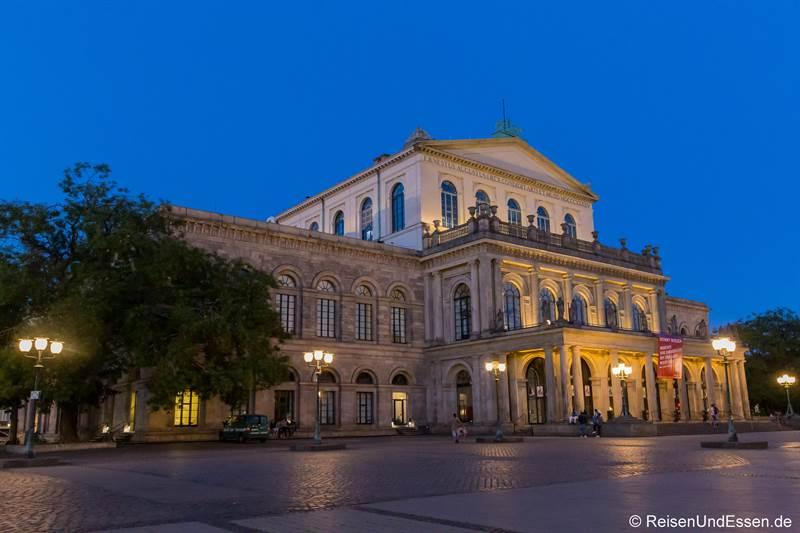 Oper in Hannover bei der blauen Stunde