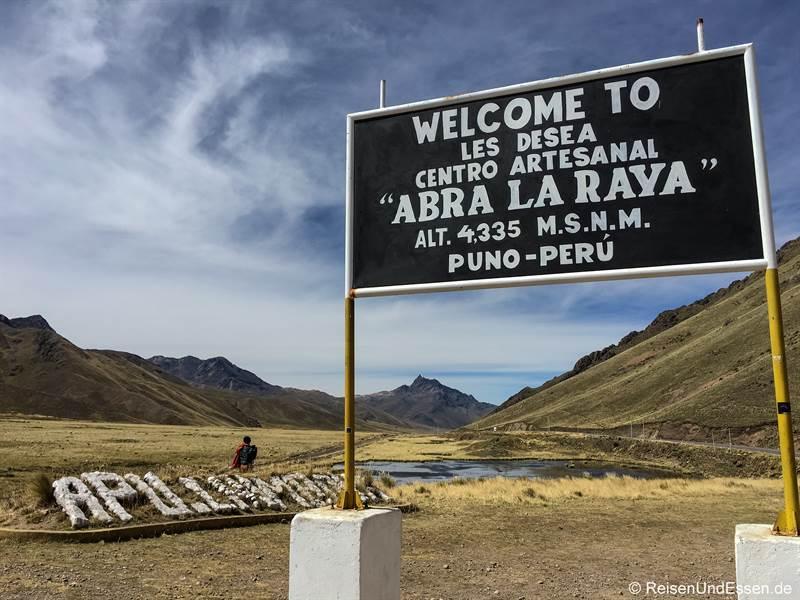 Passhöhe Abra La Raya auf der Strecke Puno - Cusco