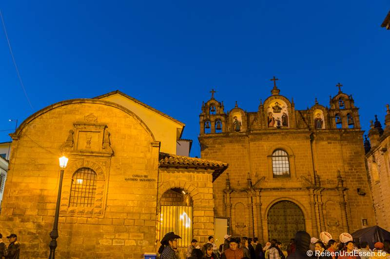 Kathedrale in Cusco bei Nacht