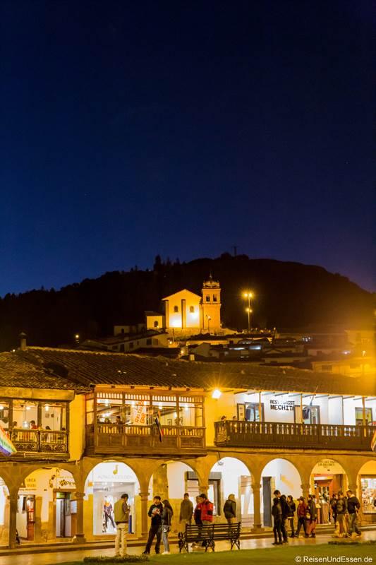 Plaza de Armas bei Nacht mit Blick Richtung San Blas
