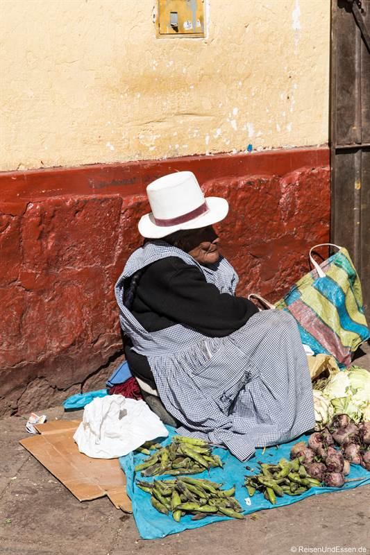 Alte Frau auf dem Markt in San Pedro