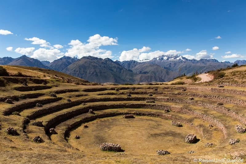 Terrassen der Inka in Moray und Berge