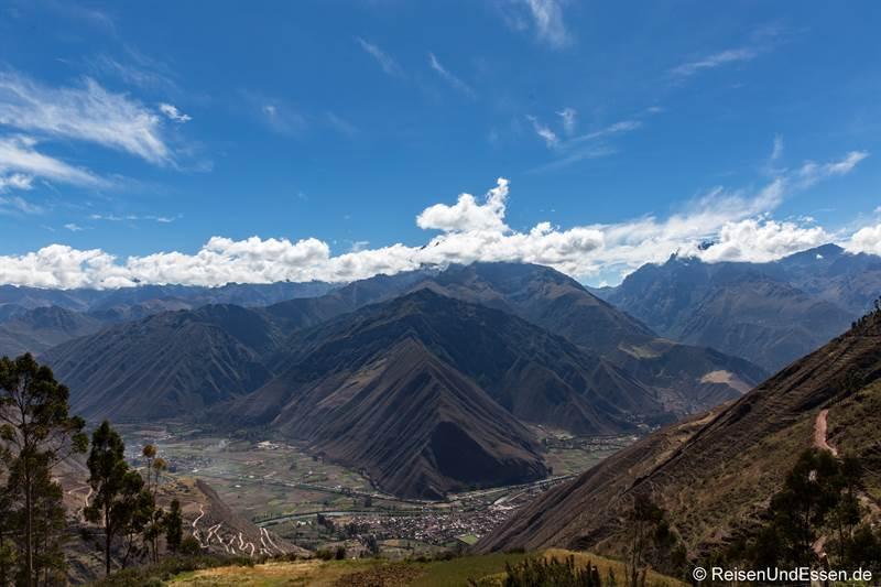Blick von der Höhe auf das Urubamba-Tal