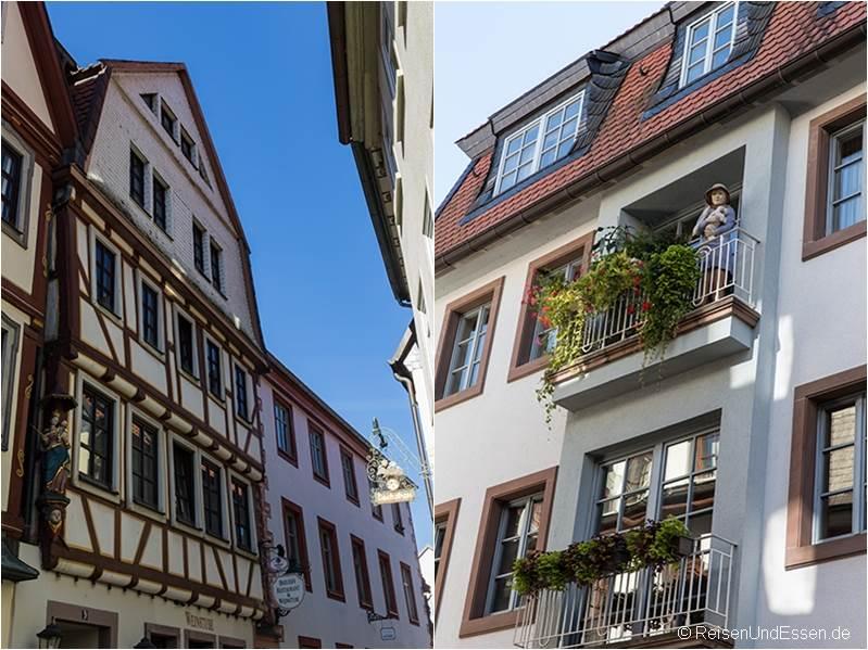 Fachwerkhaus und Frau auf dem Balkon