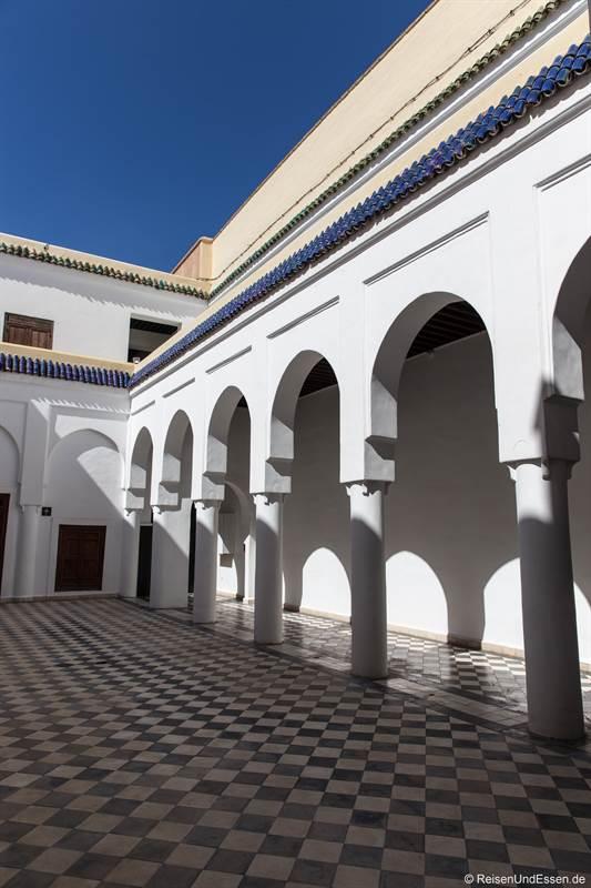 Innenhof mit Arkaden im Dar El Bacha in Marrakesch