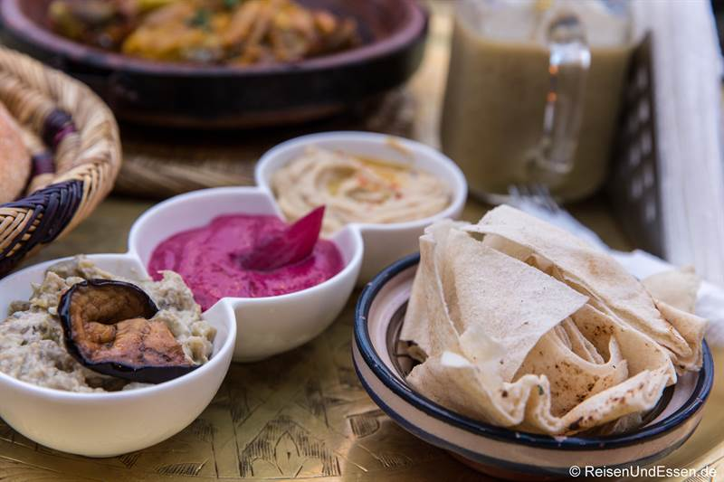 Vorspeise mit Hummus in Marrakesch