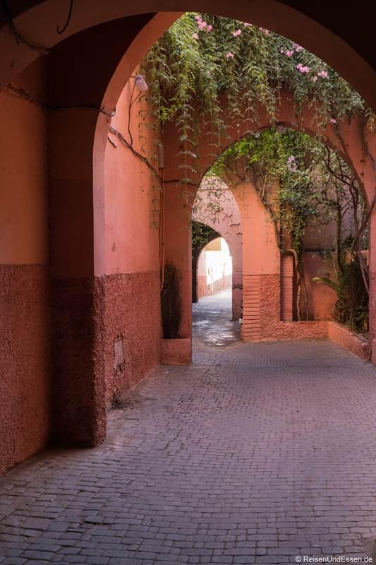 Gasse in den Souks von Marrakesch