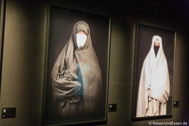 Bilder im Museum von Yves Saint Laurent in Marrakesch