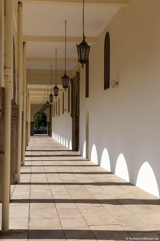 Arkaden bei der Hassan II Moschee in Casablanca
