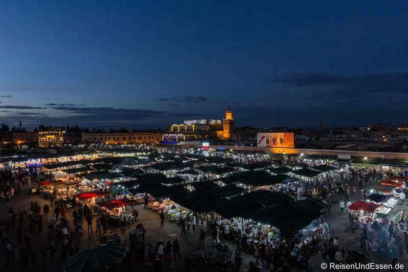 Djemaa el Fna in Marrakesch bei Nacht