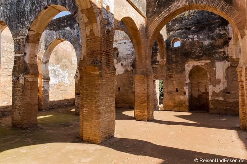 Rundbögen in den Ruinen in Chellah bei Rabat