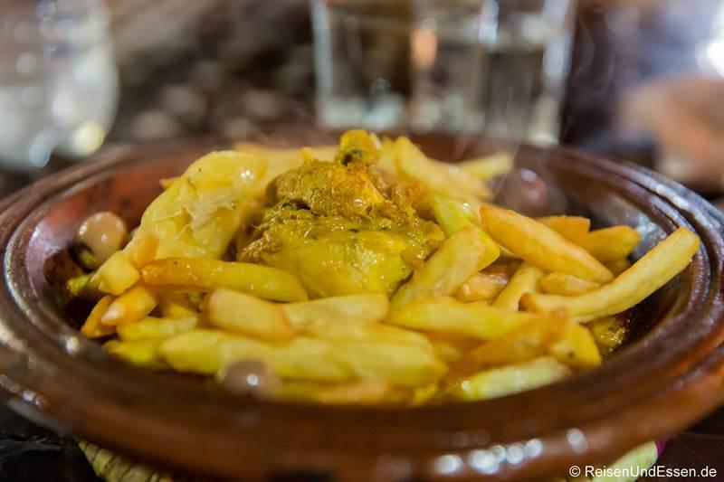 Tajine mit Hähnchen und Pommes im Dar Naji in Rabat