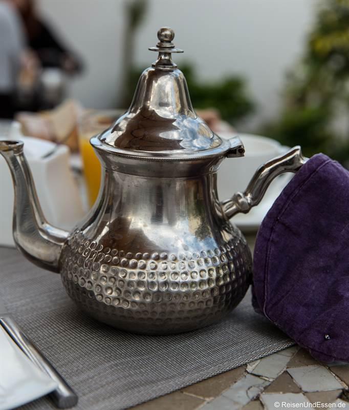Tee zum Frühstück im Riad Dar Soufa in Rabat