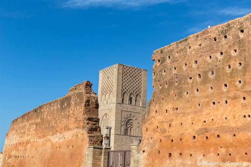 Mauer und Hassanturm in Rabat