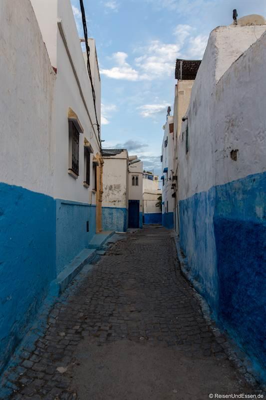 Gasse in die Medina von Rabat